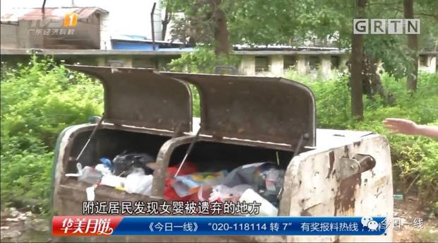 May mắn thay bé sơ sinh được mọi người phát hiện kịp thời nên chưa bị mang đi tiêu hủy cũng với đống rác.
