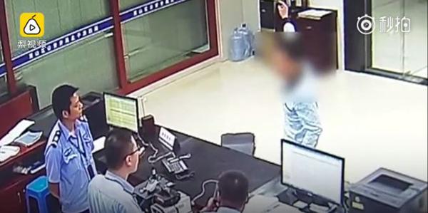Người đàn ông đến đồn cảnh sát báo án giả.