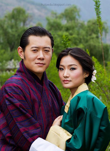 Chênh lệch 10 tuổi nhưng cặp vợ chồng hoàng gia Bhutan vẫn rất đẹp đôi.