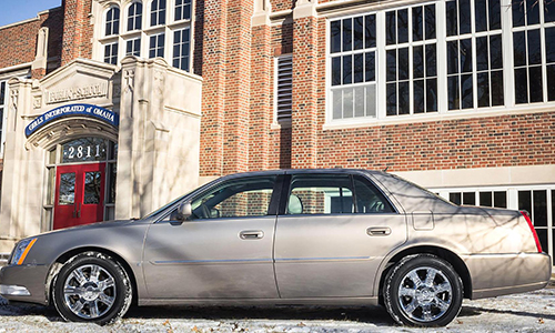 Chiếc xe tỷ phú Warren Buffett  đang đi có giá 45.000 USD.