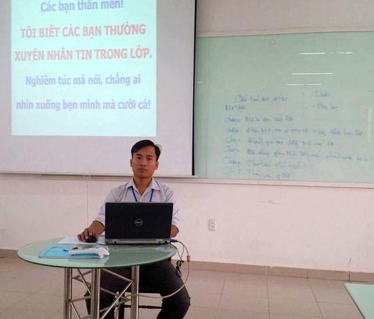 Thầy Ánh với lời nhắc nhở sinh viên khéo léo. ẢNH: NVCC