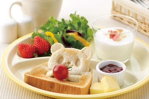 Bỏ qua bữa sáng, đồng nghĩa với việc bạn sẽ nạp nhiều calo no hơn vào 2 buổi ăn còn lại chỉ đơn giản vì bạn đang đói.