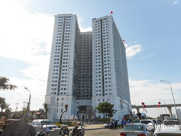 Nhìn bên ngoài, tòa nhà - tổ hợp khách sạn này trông khá bình thường, nhưng vào trong, người ta mới thực sự thấy lóa mắt.
