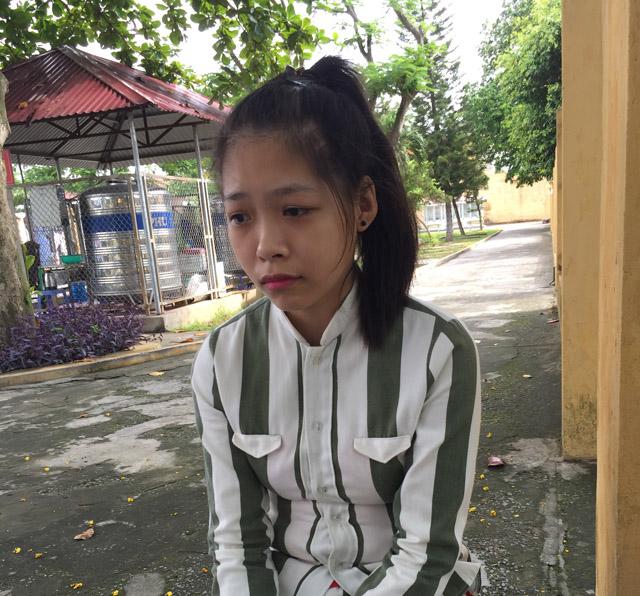 Nguyễn Thị Thư bật khóc khi kể về câu chuyện của mình.