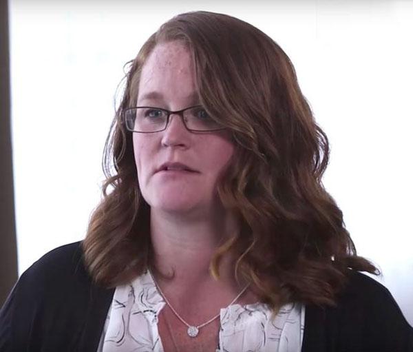 Rosalynn McGinnis lần đầu tiết lộ chuyện bị bố dượng giam cầm cưỡng hiếp gần 20 năm. Ảnh: People TV