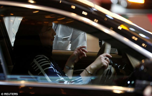 Phụ nữ Saudi Arabia sẽ chính thức được điều kiển xe hơi từ tháng 6/2018.