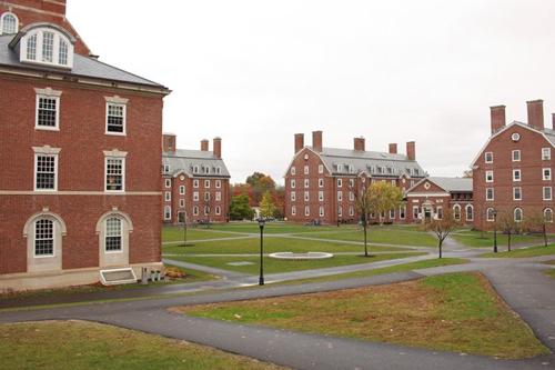 Học viện Phillips Exeter ở bang New Hampshire là một trong những trường nội trú giàu và uy tín ở Mỹ.