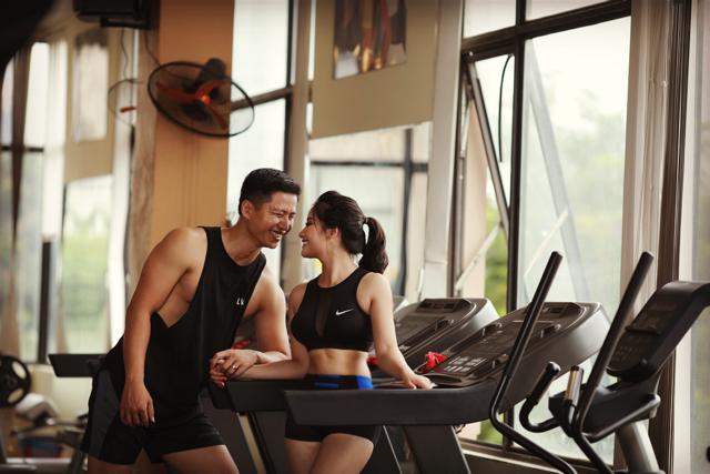 Thu quen Hùng khi đến phòng gym để rèn luyện sức khỏe.