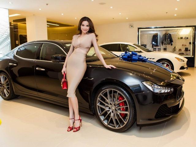 Điểm mặt các mỹ nhân showbiz Việt 'chơi trội' mua xe gần chục tỷ