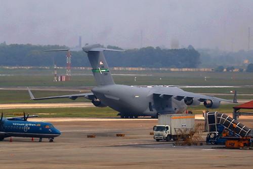 Sân bay Nội Bài thắt chặt an ninh trước giờ Tổng thống Trump đến