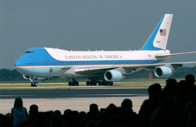 Vì sao Tổng thống Donald Trump bay ngược vào TPHCM trước khi ra Hà Nội?