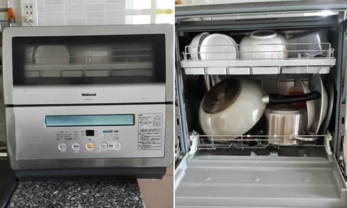 Chiếc máy rửa bát nhỏ gọn nhà chị Phương đủ dùng cho gia đình 4 người.