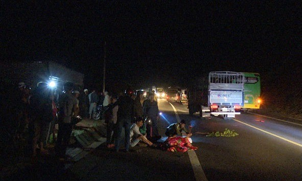 Nam thanh niên tử nạn do bị xe khách kéo lê cả chục mét