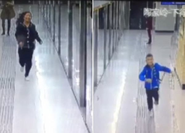 Hai mẹ con chạy về phía nhau trên sân ga.