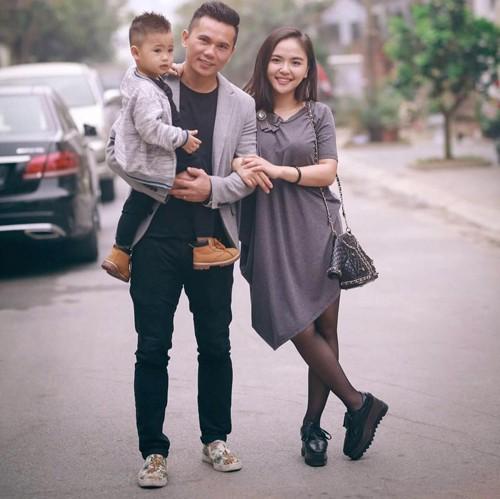 Vợ chồng ca sĩ Lam Trang hạnh phúc bên cậu con trai ba tuổi.