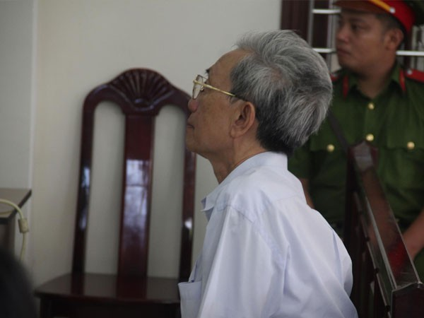 Ông Nguyễn Khắc Thủy tại tòa sơ thẩm ngày 17.11.