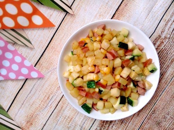 Cách làm xúc xích rim rau củ