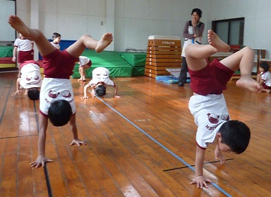 Trẻ mẫu giáo Nhật Bản trong giờ Thể dục. (Ảnh: Japantimes)