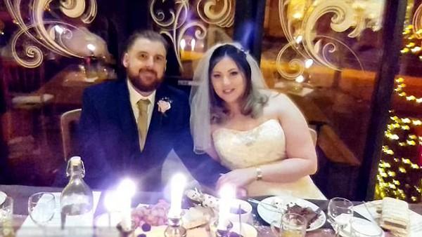 Cặp vợ chồng mới cưới Sammie và David Kinder.