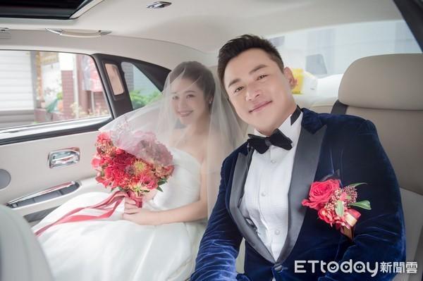 Theo QQ, hôm 2/12, lễ cưới của nam diễn viên Giang Hoành Ân và bạn gái kém 6 tuổi đã tổ chức tại khách sạn cao cấp ở Đài Loan. Hôn lễ gồm 60 bàn tiệc, tổ chức ấm cúng và kín đáo.