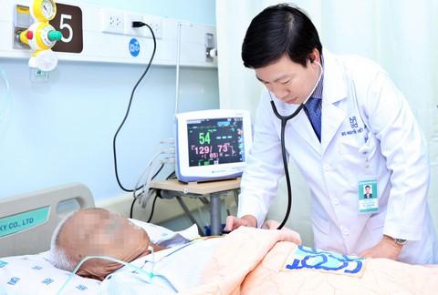 Bệnh nhân bị suy thận cấp vì uống thảo dược cấm lưu hành. Ảnh: N.P.