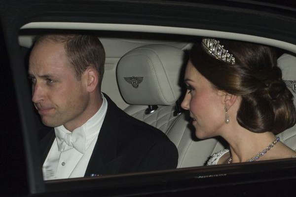 Công nương Kate đội vương miện của mẹ chồng đi sự kiện