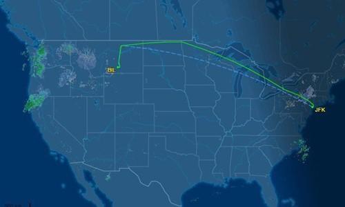 Phi cơ Mỹ hạ cánh khẩn để hành khách đi vệ sinh