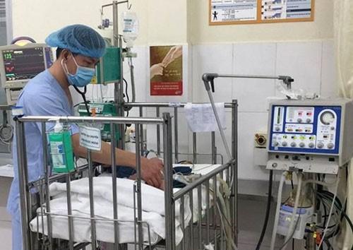 Bé đang được điều trị tại Bệnh viện Nhi Trung ương.