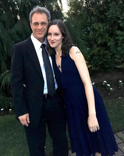 Tình nhân chênh lệch 43 tuổi trông ngỡ như cha con vì giống nhau y đúc