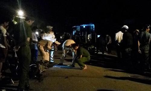 Chặn xe cô gái 20 tuổi giữa đường để đưa về nhà, dùng dao đe dọa rồi hiếp dâm