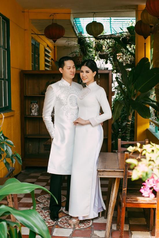 Trang Trần và ông xã Việt kiều 'môi kề môi' trong bộ ảnh kỷ niệm