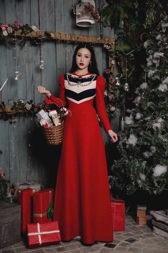 Huyền Baby khoe ảnh Giáng sinh đẹp lung linh, dân mạng khen xinh không kém Angela Baby