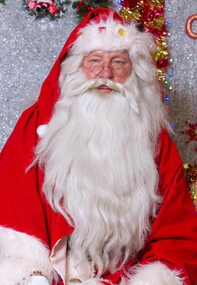 Ông Ray Hulse hy vọng sẽ tiếp tục được làm ông già Noel đến năm 100 tuổi. Ảnh: SWNS