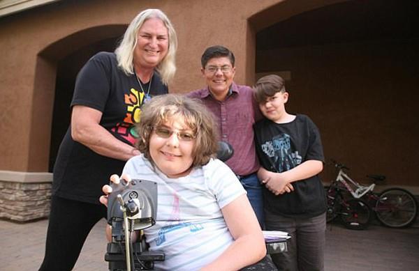 Gia đình 4 người đều là người chuyển giới