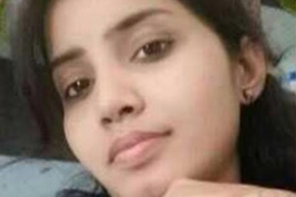 Sandhya Rani bị tấn công ngay giữa phố. Ảnh: CEN