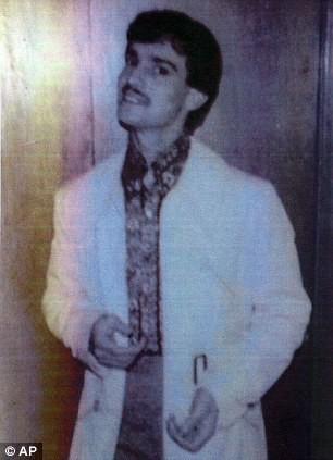 John Sponza là một tay giang hồ vũ phu và nghiện ngập (Ảnh: Internet)