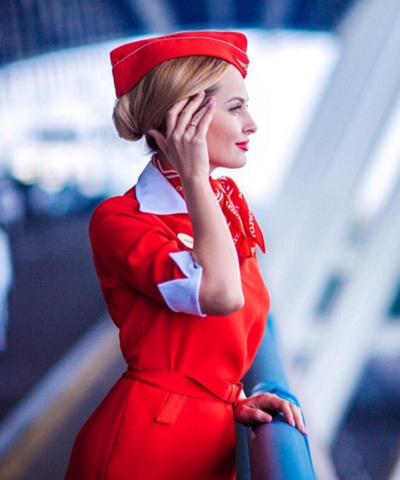 Nhiều tiếp viên hàng không như Victoria còn có nghề tay trái là người mẫu. Hiện cô gái trẻ đẹp này là người dẫn chương trình trên kênh Music Box của Nga.