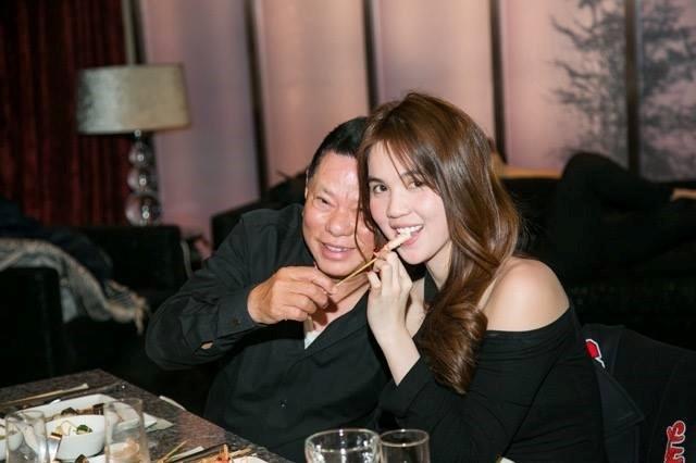 Hình ảnh bên nhau của cặp đôi do tỷ phú chia sẻ. Ảnh: FBNV.