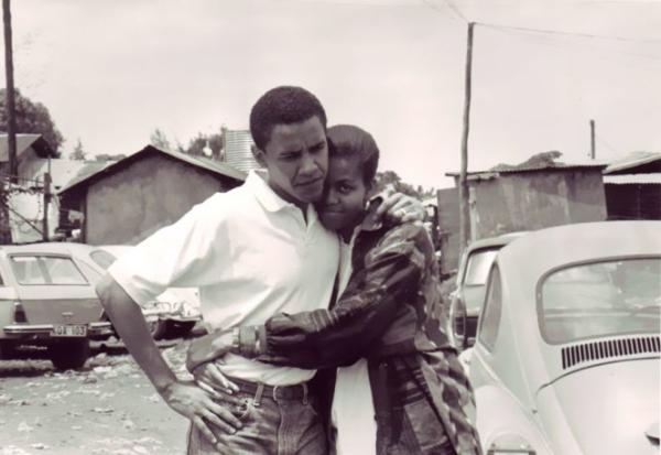 Ông Barack Obama và hôn thê ở Kenya năm 1992.