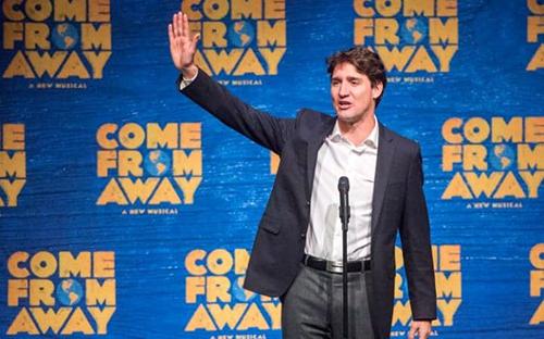 Thủ tướng Canada Trudeau trên sân khấu của sự kiện. Ảnh: AP