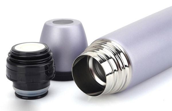 Loại inox để sản xuất các vật dụng đựng đồ ăn uống như bình giữ nhiệt, đũa, thìa, bát… phải đảm bảo được làm bằng các loại inox chất lượng, không gây rỉ sét.