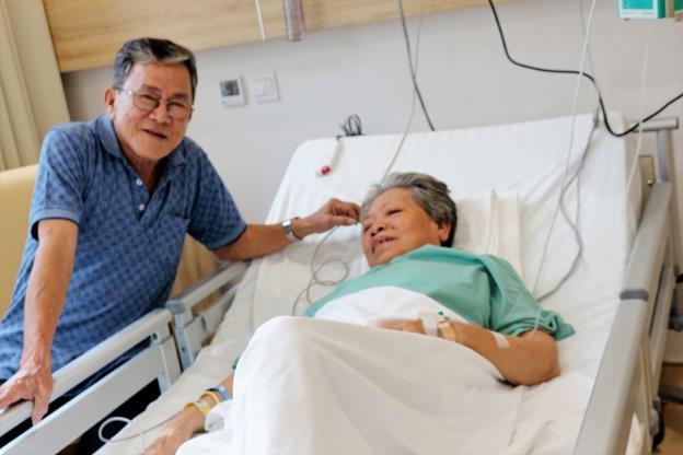 BN Huynh Nhu Huynh: Một ngày sau ca thủ thuật thay van động mạch chủ qua da, bệnh nhân Huỳnh Như Huỳnh đã tỉnh táo và dần hồi phục