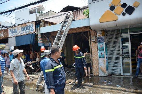Lính cứu hỏa kịp khống chế đám cháy tại căn nhà cấp 4 trên đường Nguyễn Kiệm