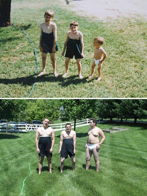 Ba anh em diễn lại cảnh chơi đùa nghịch ngợm trên bãi cỏ.