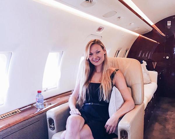 Thỉnh thoảng, Gooris không ngồi vào ghế lái mà bay với tư cách hành khách.