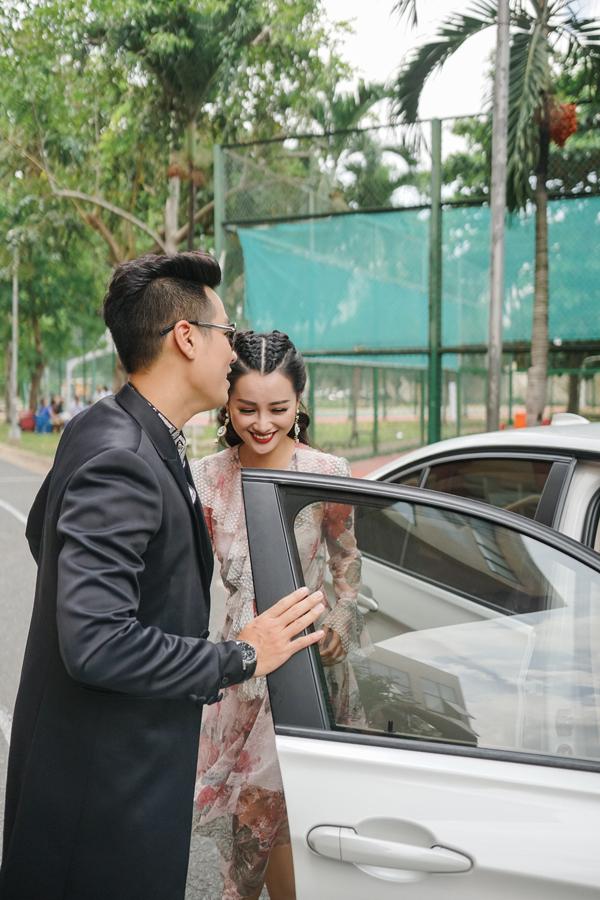 Mặc dù mới quen Quỳnh Chi được vài tháng nhưng chàng MC sinh năm 1984 đã có mối quan hệ rất thân thiết. Cả hai từng tạo thành cặp đôi MC ăn ý trong đêm trao giải Cống hiến vừa qua.