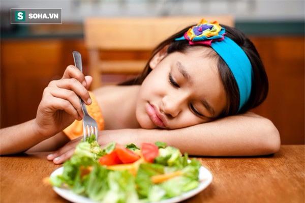 Trẻ biếng ăn có thể do thiếu vi chất, ăn nhiều đồ ăn vặt
