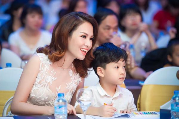 Khải Minh, con trai lớn của vợ chồng Đan Lê, năm nay vào lớp một.