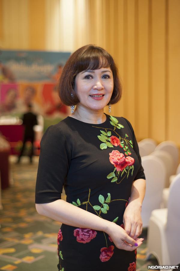 Ở tuổi ngoài 50, NSND Minh Hòa vẫn giữ được vóc dáng cân đối, trẻ trung.