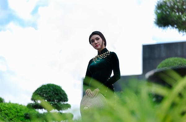 Giao Linh từng là Á khôi 1 cuộc thi Duyên dáng Áo dài, Á khôi Miss Sinh viên Đại học Nguyễn Tất Thành, tham dự cuộc thi Hoa hậu Việt Nam năm 2016.